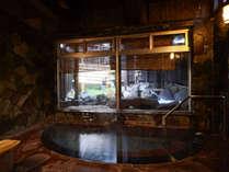 男湯*内湯 24時間入浴可能の源泉100%の温泉は内湯と露天風呂がございます。
