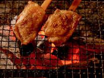 会津地鶏のいろり焼き一例/炭の香りが移り、香ばしい味わいに♪