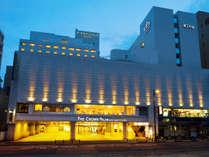 ≪ザ クラウンパレス新阪急高知≫JR高知駅から車で5分、高知城までは徒歩5分の立地。