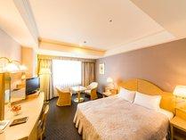 ◆ダブル(エグゼクティブウイング/25.2平米)◆160センチのベッド、26インチ液晶TV完備