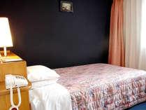 ◆エコノミーセミダブル(15.7平米)◆120センチのベッド、26インチ液晶TV完備。