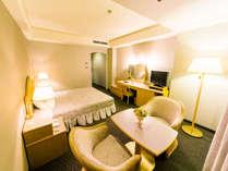 ◆セミダブル(エグゼクティブウイング/22平米)◆140センチのベッド、26インチ液晶TV完備