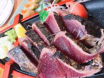 ≪ひろめ市場のカツオのたたき≫新鮮で肉厚なカツオのたたきは現地にならって塩がおすすめ!