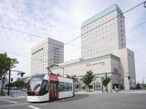 ホテル前を走る富山ライトレール