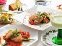 ある晩の洋食メニュー。お食事を楽しみにお越しください。