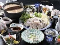 温泉トラフグは、栃木県の塩分を含んだ温泉で養殖された地産地消の虎河豚です。