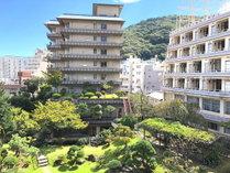 熱海金城館外観です。庭園をお楽しみ頂けます。