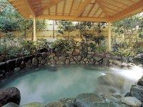 露天風呂「染殿」肌にやさしい熱海の名湯が日々の疲れを癒してくれます。