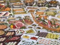 夕食バイキングイメージ。約70種のお食事をご用意!