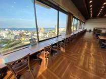 熱海市と相模湾を一望できるレストラン