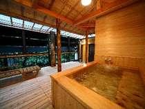 露天風呂付き客室 せきれいの桧風呂 川の音を聞きながらお寛ぎ下さい
