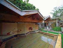 露天風呂湯乃禅…三十六歌仙の湯(優雅に歌集を見ながら入る寛ぎの檜風呂です)