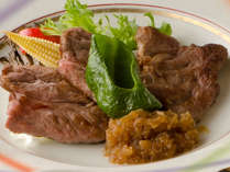 牛ステーキはジャポネソースでお召し上がり下さい