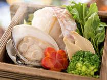 【春のせいろ蒸し】春を代表をする食材の甘鯛、蛤、筍、春キャベツ、人参、ブロッコリーなど勢ぞろい。