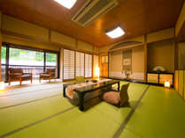 ◆露天風呂つき特別客室◆‐山茶花‐  窓から緑豊かな脇田の景色が広がります