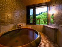 """◆‐かすみ‐客室展望風呂◆ 清流犬鳴川のせせらぎが聞こえ、"""" ゆるやかな時間の流れ """"を感じられます"""