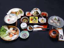 【ご夕食一例】八代海でとれる新鮮な魚介類をメインに、旬の食材を使用した女将の手作り料理。
