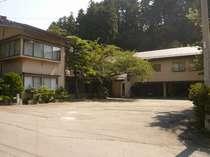 天川荘全体像と駐車場