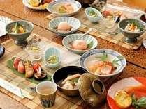 季節のお料理一例です。ごゆっくりお召し上がりくださいませ。