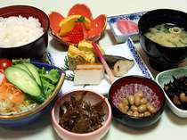 朝の活力☆地野菜を中心としたフレッシュなご朝食をどうぞ。