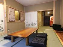 和で美しくリノベーション。 6帖の和室、3帖の和室に洗面台が2つ、化粧室があります。