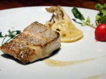 日替わりの魚料理。捕れたて鮮魚のポアレ。季節野菜のヴァプールと共に・・・