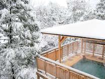 一面真っ白な雪につつまれた白鷺露天。幻想的な景観と上質な湯を愉しんで…