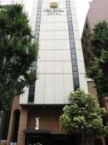 【外観】新大阪駅正面口にある美術館ホテル。