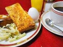 通常価格400円のモーニングセット【一例】。ゆで卵とマカロニサラダがついきます!!