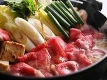 国産和牛のすき焼き鍋。特製のタレをジワッと垂らして頂く