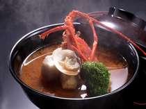 えびなど魚介の旨味を凝縮させた夕雅オリジナルブイヤベース