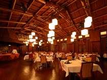 レストラン=ポリネシアンな空間で食事も会話もはずみます