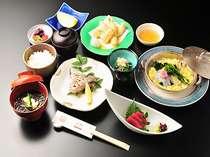 車海老やお造り、天ぷらのはいった料理長ミニ会席風オリジナルランチ