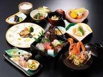 伊勢えびお造りとあわびステーキが1人1匹ずつと料理長特製漁師風味噌汁付きの特別会席