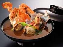 料理長、渾身の漁師風味噌汁。海の幸がゴロゴロ入った魅惑の逸品。
