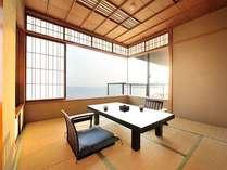落ち着きのある和室からも水平線を望むことができる