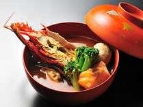 夕雅オリジナルブイヤベース九鬼水軍椀はえびガラや魚介のアラで出汁をとります