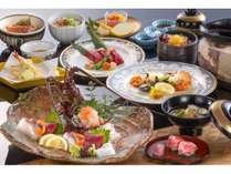 伊勢志摩に代表される料理の数々を巡る伊勢志摩紀行会席(写真は2人前)