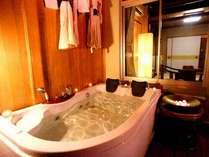 【貸切露天ジャグジー】お泊りのお部屋とは別にお部屋+露天ジャグジーを貸切でご利用できます。