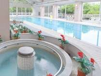 雨でも使える室内温水プール、ジャグジーやサウナも♪