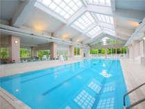 宿泊者無料の室内温水プール