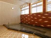 本館の共同浴室です。天然温泉100%掛け流しならではの温泉成分濃度と湯持ちが違います。