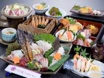 地魚姿造りは2人盛り。その他のお料理は1人盛り。中央右のお弁当箱がお子様定食。