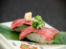 炙り但馬牛トロにぎり寿司は、お1人様に2貫付き
