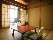 本館の客室です。大変古くてボロい&おもいっきり『昭和』な雰囲気です!