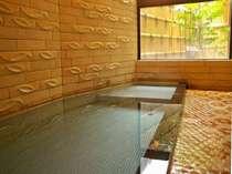 新別館鶴喜の貸切風呂です。天然温泉100%で城崎温泉のお宿でも数少ない源泉かけ流しを採用。