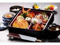 松花堂御膳の料理イメージ。季節及び仕入れにより食材が変更となります。