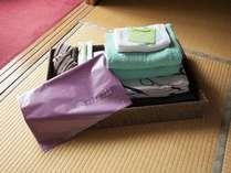 お部屋にバスタオル・ハンドタオル・歯ブラシセット・浴衣・着物一式・帯・外湯用袋・外湯入浴券をご用意。
