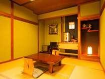 2014年11月にプチリニューアルの本館和室です。城崎温泉の柳をイメージしたグリーンの土壁が落ち着きます。