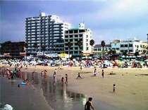 玄関前 夏は海水浴場でにぎあうビーチ 2